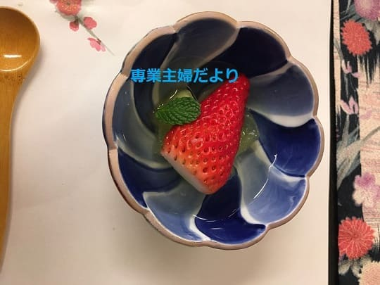 デザートの苺ゼリー